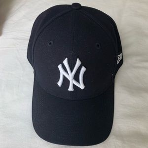 Authentic Yankees Baseball Hat! (New w/ Tags) 💙⚾️